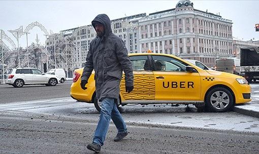 Такси с маркировкой устаревшего Uber