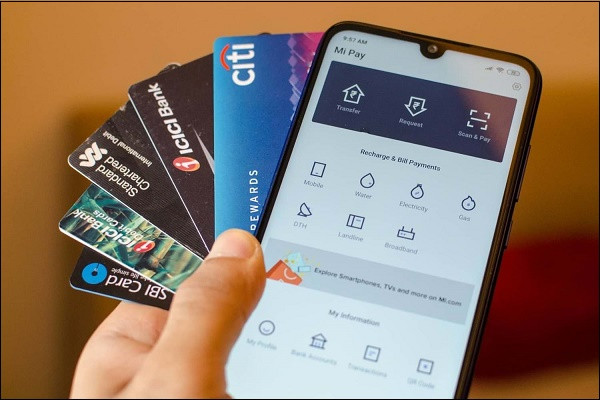 Фото телефона и банковских карт