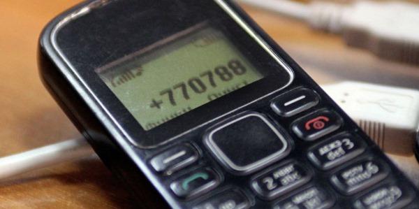 Фото телефона с номером на экране