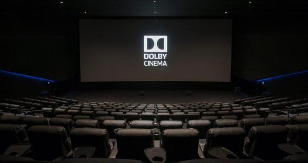 Логотип Dolby CINEMA на экране