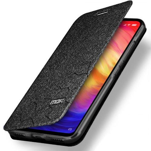 Мобильный телефон в чехле