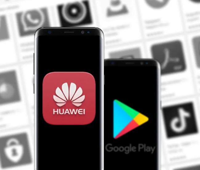 Символ Huawei рядом с размытым логотипом Google