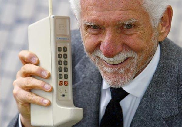 Старый мобильный телефон