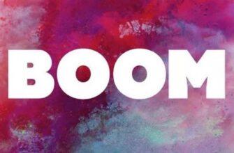 Белая надпись BOOM на разноцветном фоне