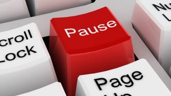Используйте кнопку Pause