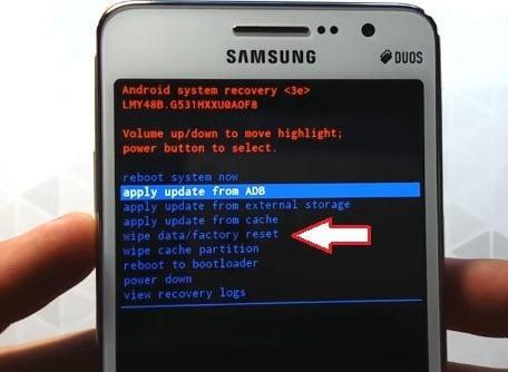 Опция Apply update from ADB в Samsung Galaxy